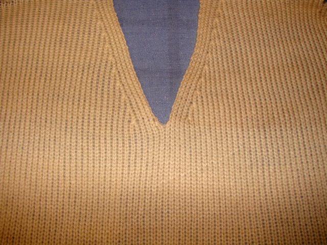 Knitting With Two Colors At The Same Time : Knitting both sides of front sweater at the same time