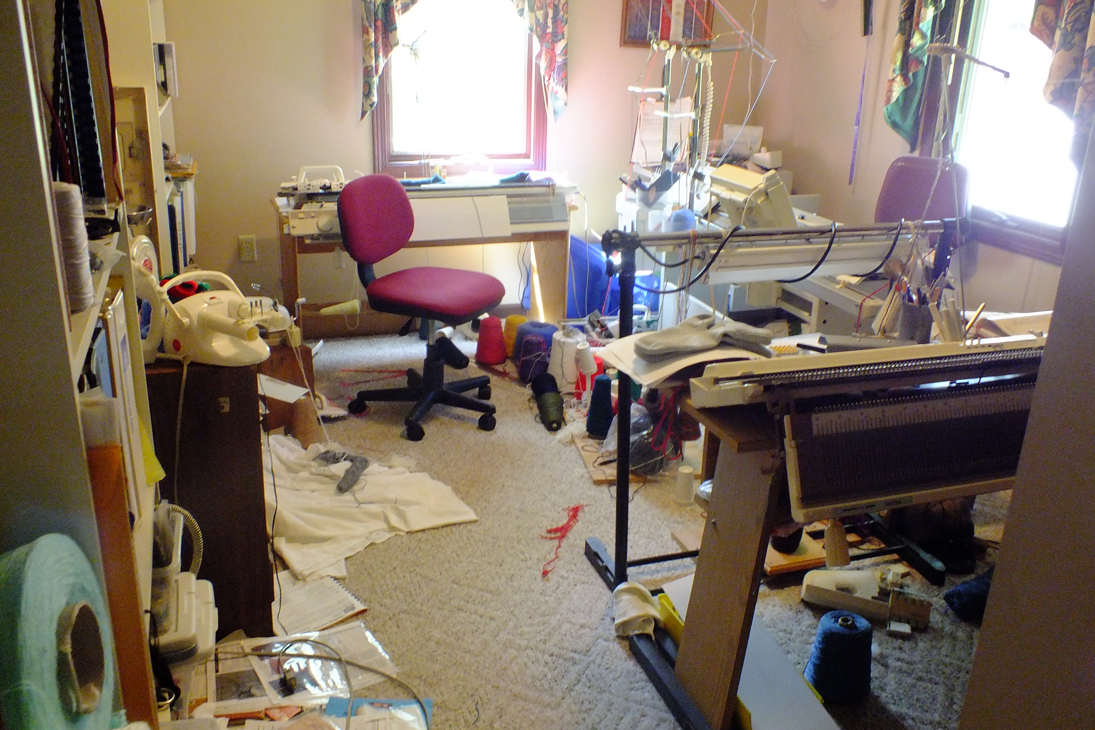 Knitting Roomfi : Tell me your knitting room does not get like this