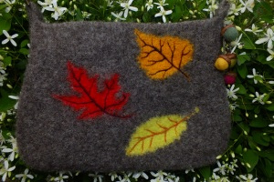 back side of leaf purse