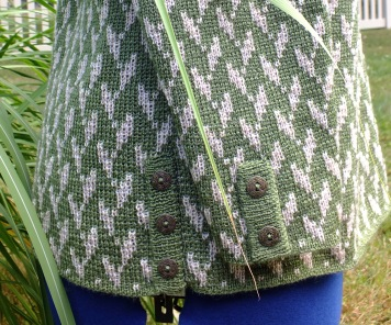 Side view showing ribbing on sleeve and side seam